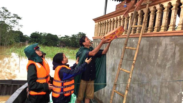 Thanh Hóa: hàng nghìn nhà dân ngập nước, huyện cứu trợ khẩn cấp - Ảnh 10.
