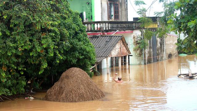 Thanh Hóa: hàng nghìn nhà dân ngập nước, huyện cứu trợ khẩn cấp - Ảnh 4.
