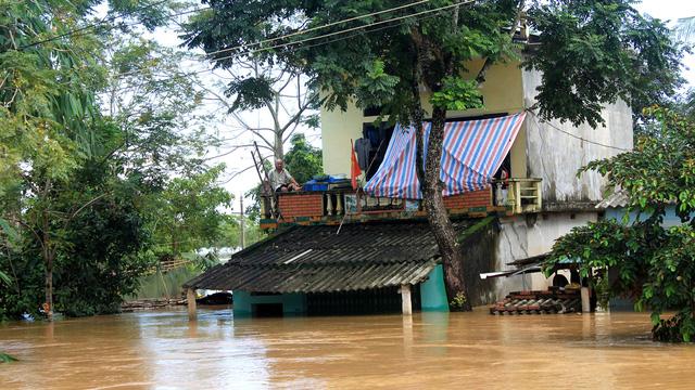 Thanh Hóa: hàng nghìn nhà dân ngập nước, huyện cứu trợ khẩn cấp - Ảnh 1.