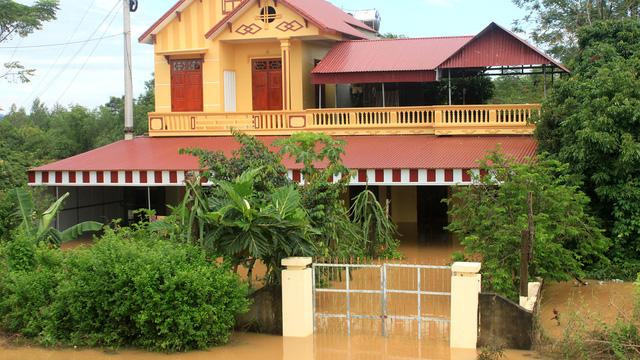 Thanh Hóa: hàng nghìn nhà dân ngập nước, huyện cứu trợ khẩn cấp - Ảnh 6.