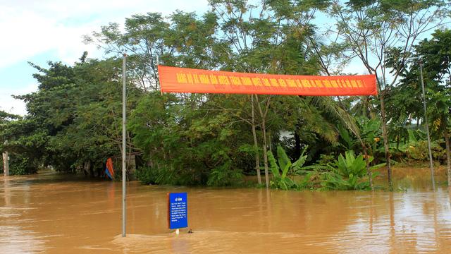 Thanh Hóa: hàng nghìn nhà dân ngập nước, huyện cứu trợ khẩn cấp - Ảnh 9.