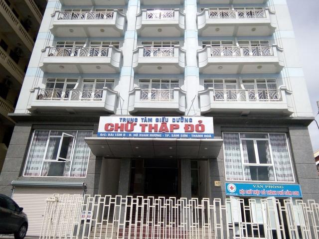 109 khách ngộ độc thực phẩm, cơ sở lưu trú bị phạt 41 triệu đồng - Ảnh 1.