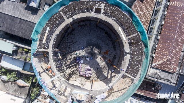 Kết cấu bê tông dự ứng lực làm khó thợ tháo dỡ thủy đài - Ảnh 8.