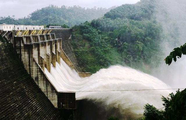 Thủy điện xả nước, lũ các sông miền Trung lên nhanh - Ảnh 1.