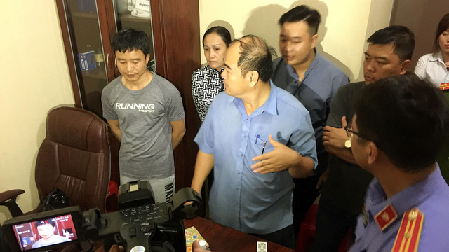 Truy bắt 2 người Trung Quốc liên quan ổ cờ bạc đội lốt game bắn cá - Ảnh 1.