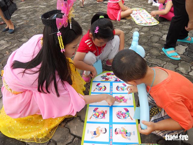 Trung Thu cho trẻ em thiệt thòi ở Hà Nội, Đà Nẵng, TP.HCM - Ảnh 12.