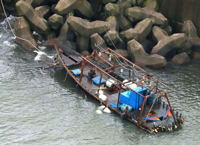 Tàu Triều Tiên dồn dập vào biển Nhật: tàu cá hay tàu gián điệp? - Ảnh 2.