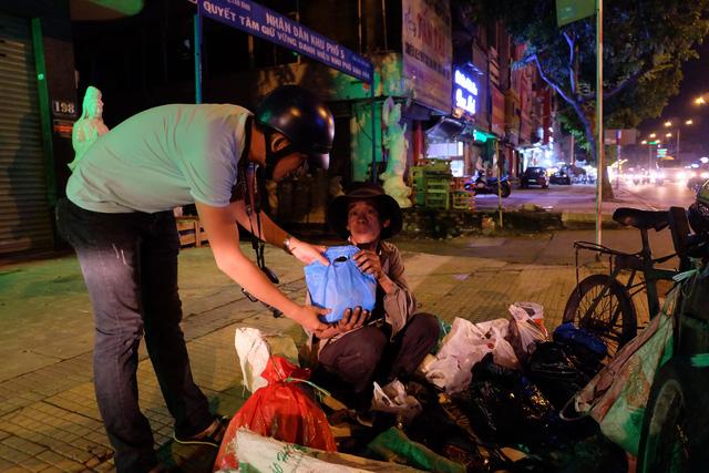 Góc phố nghèo tối nay có quà Trung Thu - Ảnh 6.