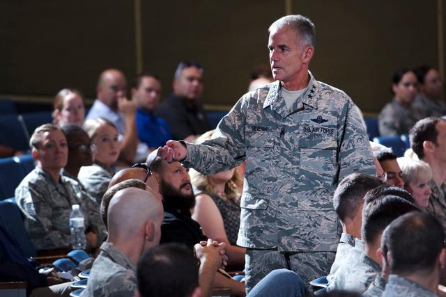 Tướng Mỹ rèn quân kiểu cứng được dân mạng thích thú - Ảnh 1.