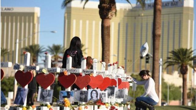 Vụ xả xúng Las Vegas: Bản khai của nhân viên khách sạn đặt ra nghi vấn mới - Ảnh 1.