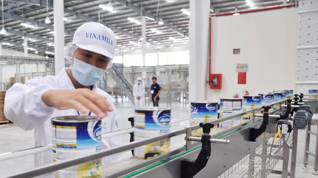 Một tuần, đại gia Hong Kong bỏ tỉ đô sắm Vinamilk - Ảnh 1.