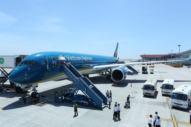 Vietnam Airlines đổi giờ nhiều chuyến bay đến Nhật do bão LAN - Ảnh 1.