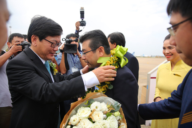 Vietnam Airlines đón hành khách thứ 200 triệu tại Tân Sơn Nhất - Ảnh 1.