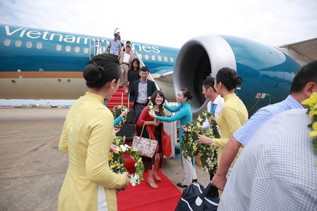 Vietnam Airlines đón hành khách thứ 200 triệu tại Tân Sơn Nhất - Ảnh 2.