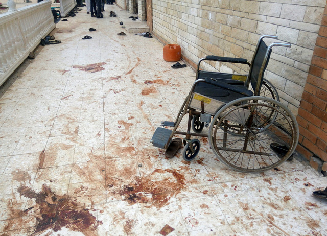 Khủng bố ở Ai Cập: 305 người chết, nhóm khủng bố vẫy cờ IS - Ảnh 1.