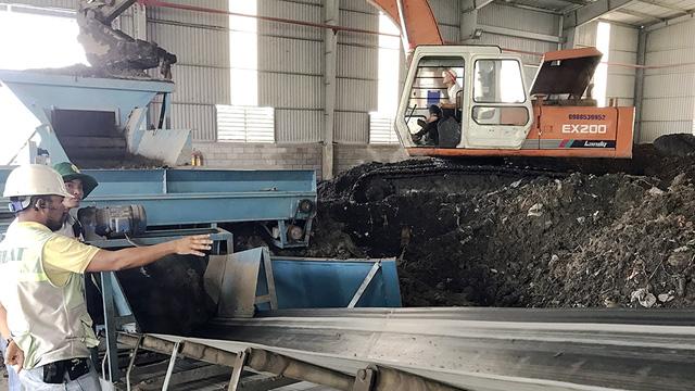 Xử lý bùn thải tại TP.HCM: Đề xuất giá thấp, duyệt giá cao - Ảnh 2.