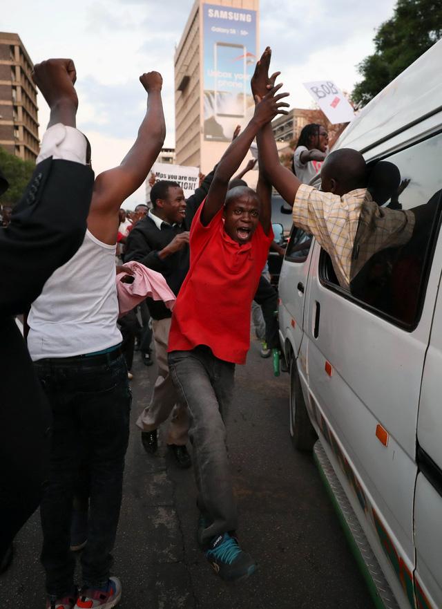 Zimbabwe vỡ òa trong niềm vui - Ảnh 5.