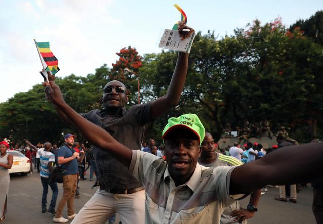 Zimbabwe vỡ òa trong niềm vui - Ảnh 7.