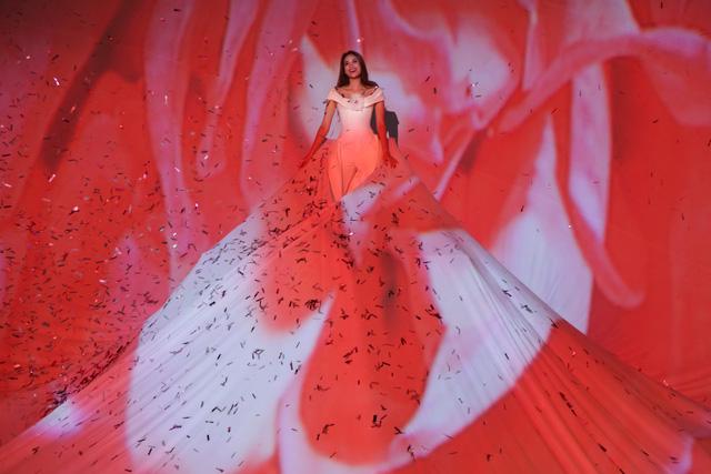 Lâm Gia Khang và màn trình diễn hoành tráng Dấu ấn nàng hương - Ảnh 13.