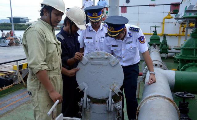 Buôn lậu xăng dầu trên biển bằng thủ đoạn tinh vi - Ảnh 1.