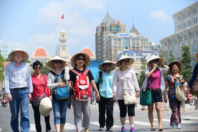 11 tháng, Việt Nam đón hơn 14 triệu lượt khách quốc tế - Ảnh 1.