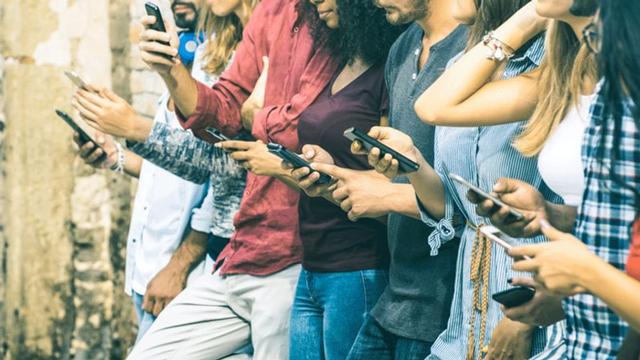 Kiểm duyệt nội dung trên mạng xã hội và những áp lực nặng nề phía sau - Ảnh 2.