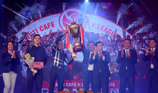 Nguyễn Quang Hải là cầu thủ trẻ xuất sắc nhất V-League 2018 - Ảnh 2.