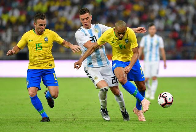Không Messi, Argentina thua sát nút Brazil - Ảnh 2.