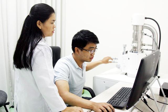 ĐH Quốc gia TP.HCM dành hàng trăm triệu cho học bổng sau đại học - Ảnh 1.