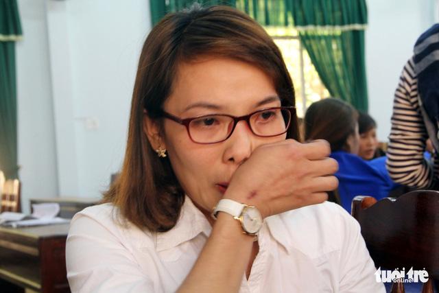 Huyện Krông Pắk hứa tìm việc cho hơn 500 giáo viên bị cắt hợp đồng - Ảnh 1.