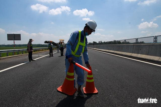Cao tốc Đà Nẵng - Quảng Ngãi được sửa xong - Ảnh 4.