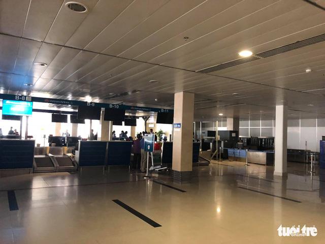 Sân bay Tân Sơn Nhất bị mất điện do chuyển đổi nguồn - Ảnh 2.