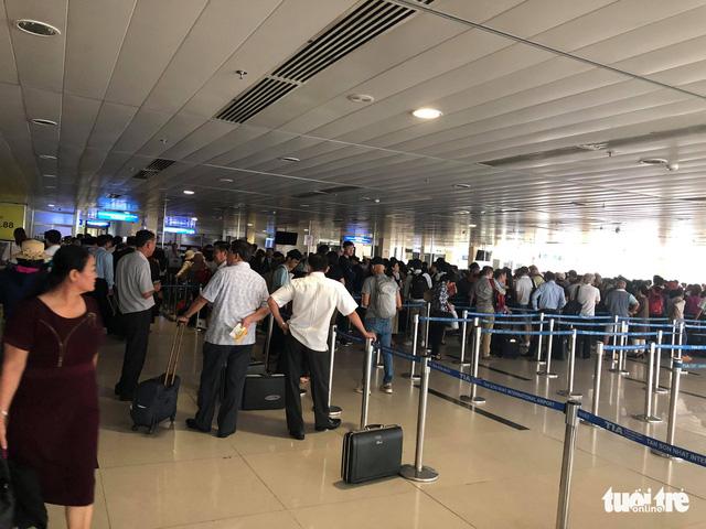 Sân bay Tân Sơn Nhất bị mất điện do chuyển đổi nguồn - Ảnh 3.
