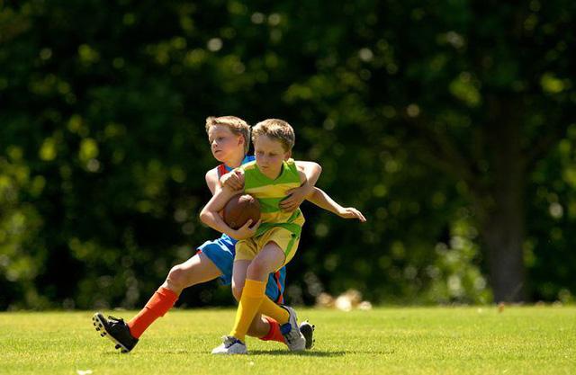 Xương chắc khỏe hơn nếu chơi thể thao đều đặn từ nhỏ - Ảnh 1.