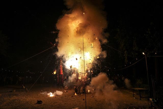 Ấn Độ: Đi dự lễ hội bị tàu hỏa tông, ít nhất 50 người chết - Ảnh 3.