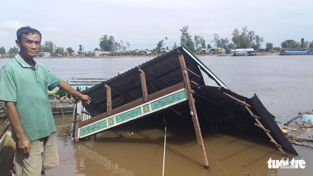 Sạt lở ở An Giang, 2 căn nhà sụp xuống sông - Ảnh 2.