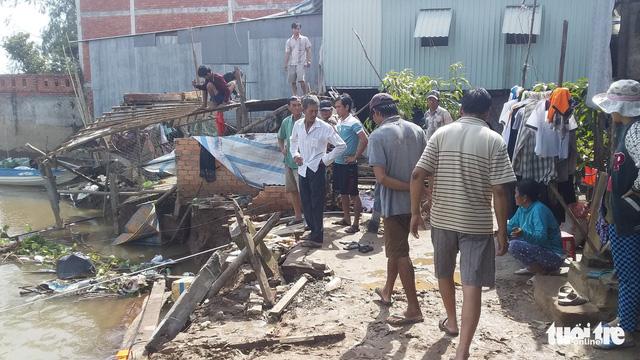 Sạt lở ở An Giang, 2 căn nhà sụp xuống sông - Ảnh 3.