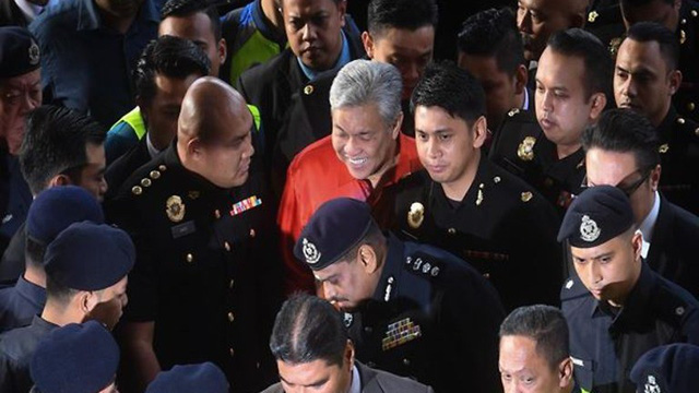 Cựu phó thủ tướng Malaysia đối mặt với 45 cáo buộc - Ảnh 1.