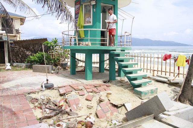 Bờ biển Đà Nẵng lại bị sạt lở - Ảnh 1.