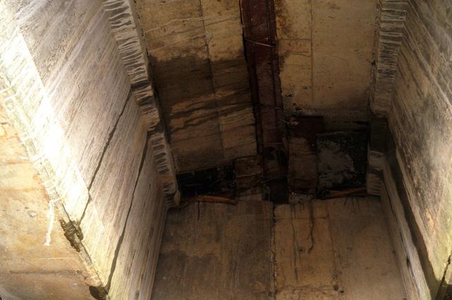 Tiếp tục sửa chữa cầu, hầm chui cao tốc bị thấm nước - Ảnh 1.