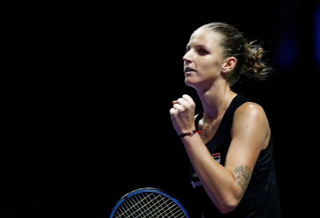 WTA Finals 2018: ĐKVĐ Wozniacki thua sốc Pliskova ở trận ra quân - Ảnh 1.