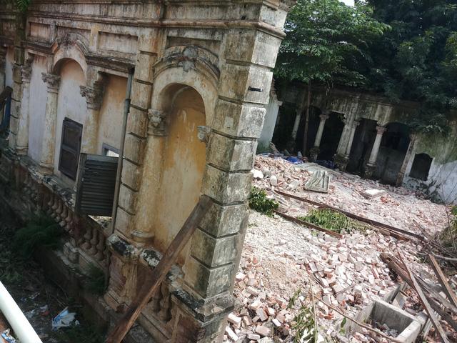 Tiếp tục tháo dỡ biệt thự số 237 Nơ Trang Long - Ảnh 4.