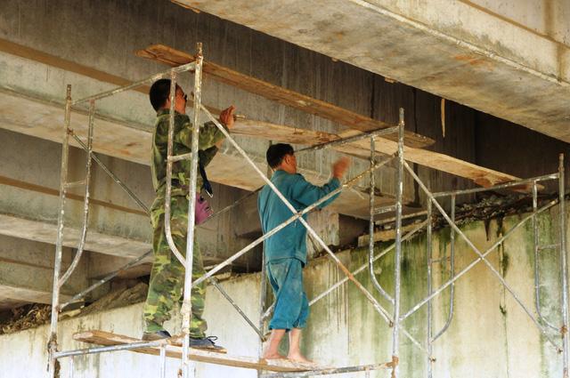 Tiếp tục sửa chữa cầu, hầm chui cao tốc bị thấm nước - Ảnh 3.