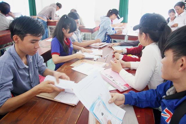 Sinh viên ĐH Công nghiệp thực phẩm TP.HCM nợ 6 tỉ, nguy cơ cấm thi - Ảnh 1.