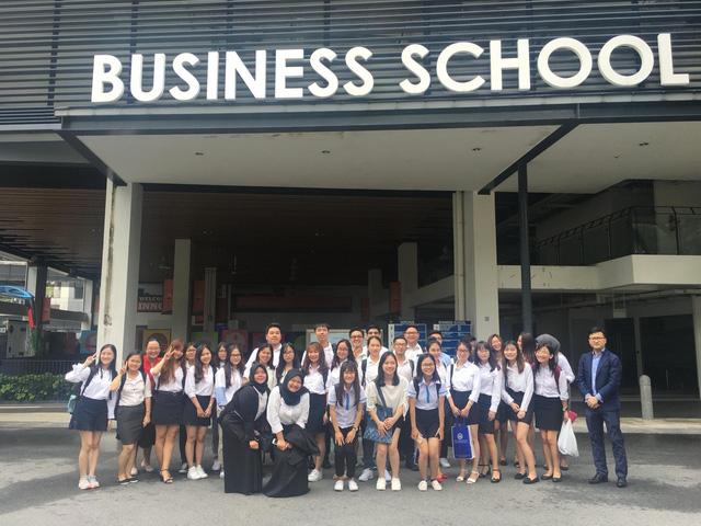 Sinh viên ICAEW Việt Nam trải nghiệm tại Singapore - Ảnh 1.