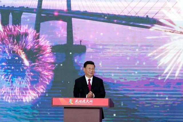 Trung Quốc khánh thành cầu vượt biển dài 55 km - Ảnh 1.