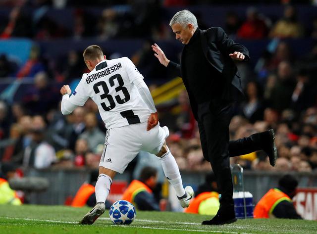 Ba ngón tay của Jose Mourinho - Ảnh 2.