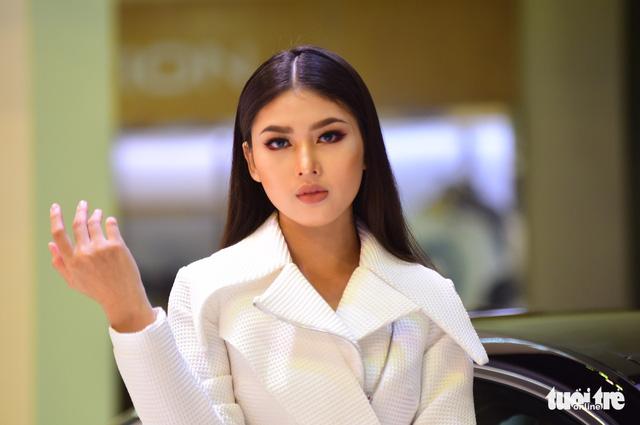Những người đẹp hâm nóng triển lãm xe Vietnam Motor Show 2018 - Ảnh 21.