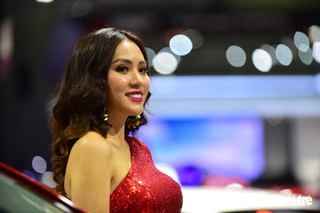 Những người đẹp hâm nóng triển lãm xe Vietnam Motor Show 2018 - Ảnh 25.