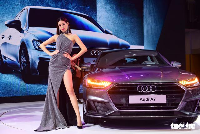 Những người đẹp hâm nóng triển lãm xe Vietnam Motor Show 2018 - Ảnh 3.